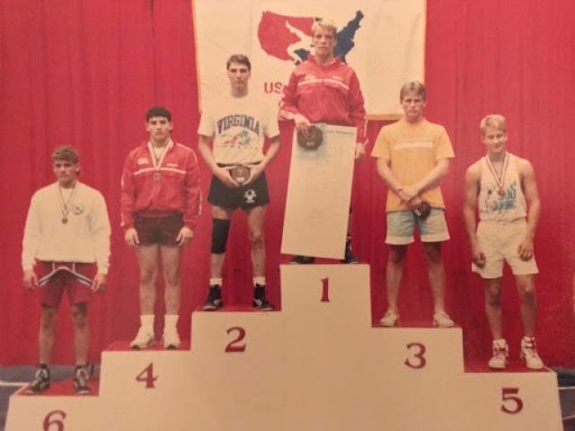 سکوی قهرمانی از چه زمانی وارد دنیای ورزش شد؟