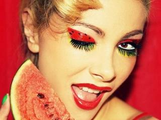 آرایش مخصوص شب یلدا، با تم هندوانه و انار