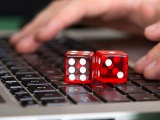 همتی: بانک ها با درگاه های اجاره ای قمار مبارزه کنند