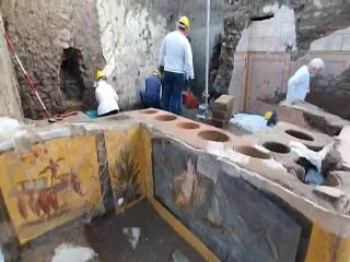 یک فست فود خیابانی دو هزار ساله در ویرانههای پمپئی کشف شد + عکس