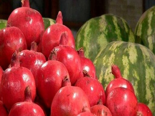 رئیس اتحادیه فروشندگان میوه: میوه فروشان شب یلدا به مردم تخفیف می دهند + قیمت انواع میوه ها