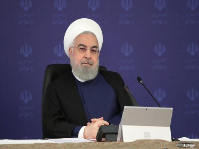 روحانی: خط مشی دولت را من تعیین میکنم/ مجلس سونامی طرح راه انداخته است