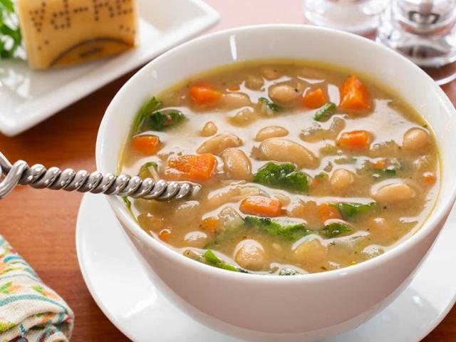 سوپ لوبیا سفید مدیترانهای ؛ یک غذای پرانرژی و خوشمزه