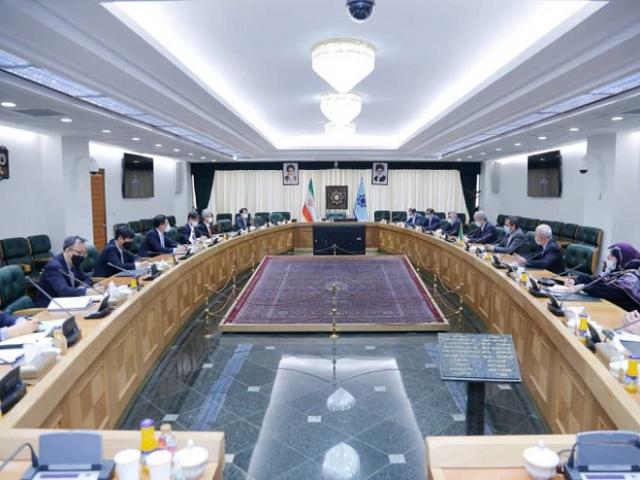 گلایه همتی در دیدار با مقام کره جنوبی: ۷ میلیارد دلار منابع ایران را دو سال است بلوکه کردید