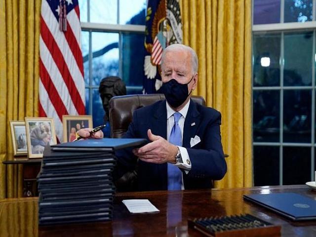 نخستین فرمان های اجرایی جو بایدن رئیس جمهور آمریکا/لغو ممنوعیت صدور ویزا برای کشورهای مسلمان