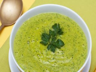 سوپ گشنیز و اسفناج ؛ یک سوپ لذیذ و مقوی