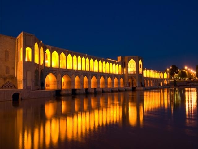 چرا اصفهان، نصف جهان است؟