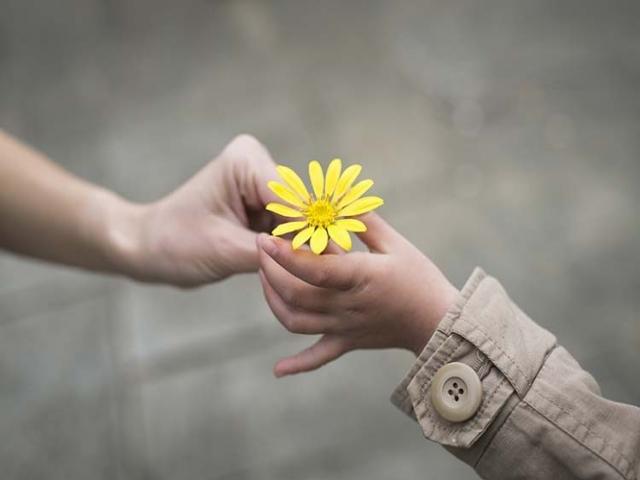 چگونه مهربانی خود را ابراز کنیم؟
