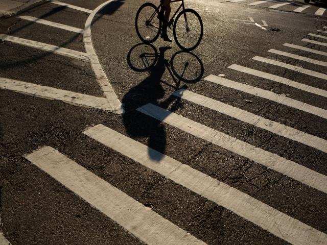 دوچرخه سواران دقیقا پشت سرتان هستند!