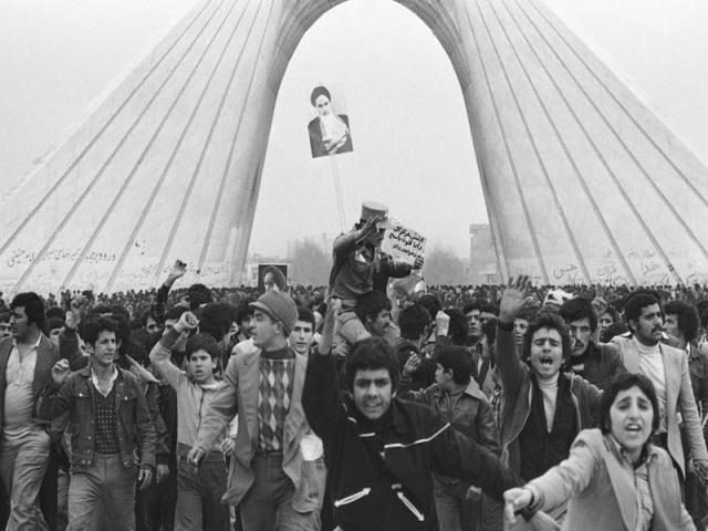 تصاویر مردم در روزهای انقلاب 57