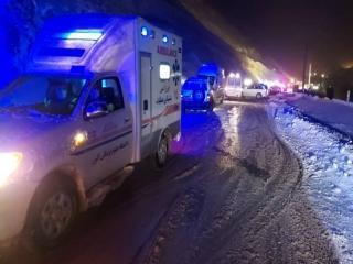 سقوط اتوبوس تیم فوتبال در جاده چالوس/ یک نفر فوت کرد