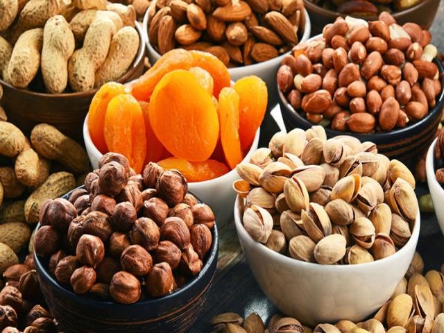 نکات مهم برای خرید آجیل و شیرینی در روزهای کرونایی