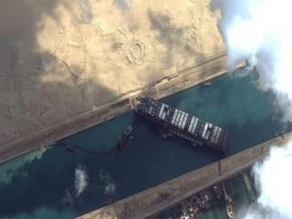 کشتی غول پیکر ژاپنی در کانال سوئز جابجا شد