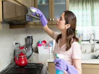 نکات کاربردی و راحت برای تمیز کردن هود آشپزخانه