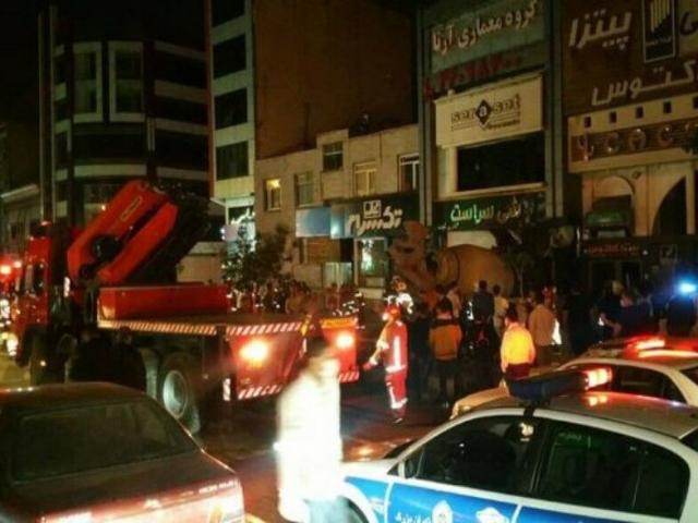 ورود ناگهانی یک کامیون به ساختمانی در غرب تهران