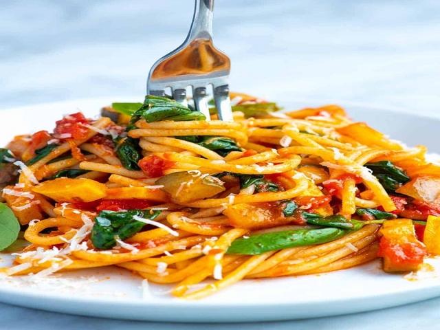 طرز تهیه ماکارونی سبزیجات ؛ یک غذای کامل برای سحری