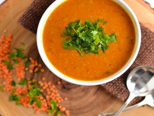 سوپ عدس قرمز ، یک سوپ مفید برای وعده افطار