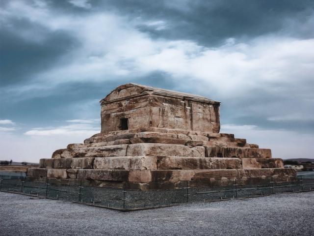 آشنایی با شهر تاریخی پاسارگاد در قلب شیراز
