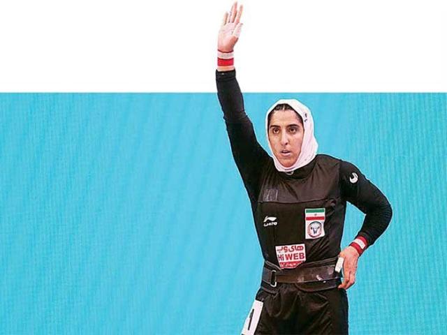 شکسته شدن رکورد وزنهبرداری توسط خانم دکتر الهام حسینی