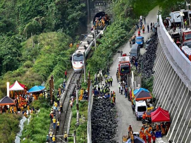 دست کم 50 نفر کشته در حادثه قطاری در تایوان + عکس