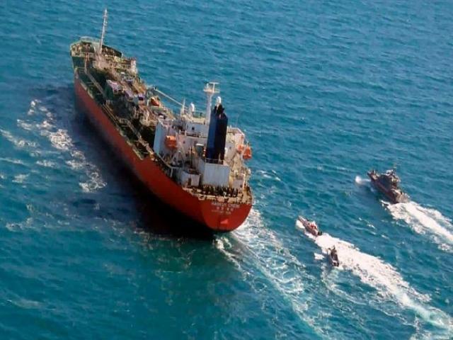 ایران نفتکش کره جنوبی را آزاد کرد + عکس خدمه کشتی