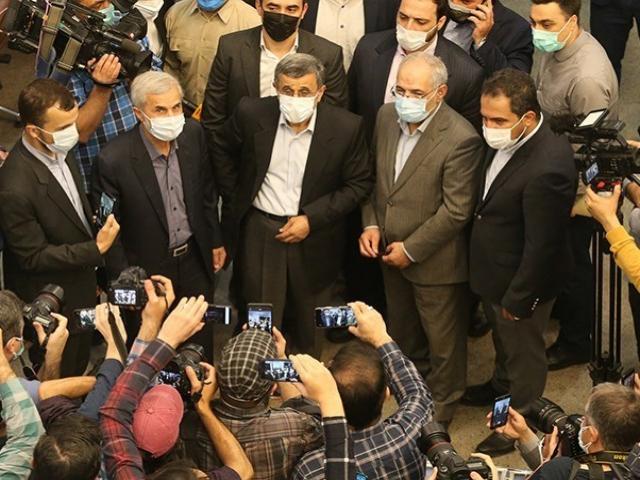 ثبت نام احمدینژاد در انتخابات/اگر رد صلاحیت شوم انتخابات را تایید نمیکنم