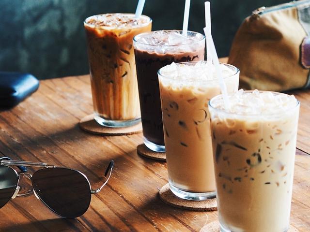 طرز تهیه آیس کافی یا یخ قهوه ؛ معمولی و شکلاتی