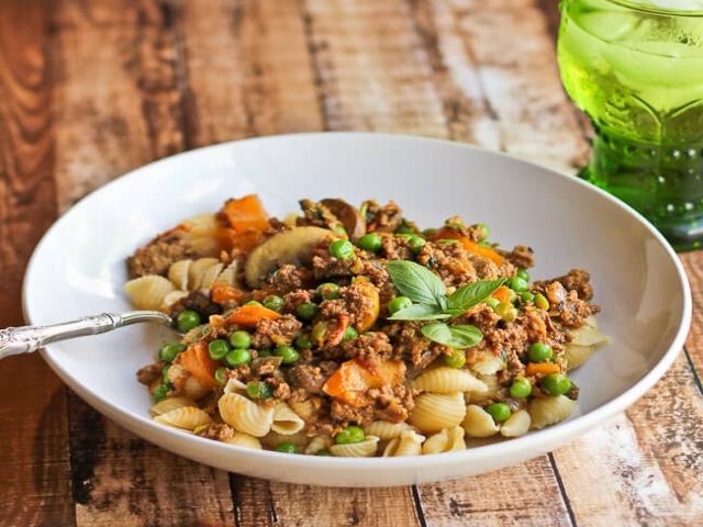 طرز تهیه پاستا با گوشت و نخود فرنگی؛ خوش طعم و لذیذ