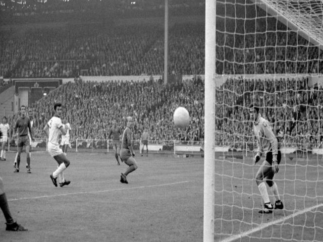 اولین قهرمانی انگلیسی ها در اروپا و سقوط یک بازیکن در برکه