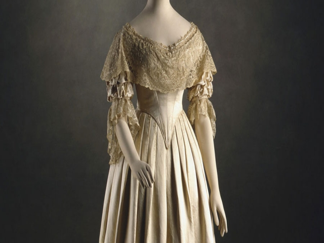 تاریخچه استفاده از لباس عروس