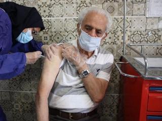 سالمندانی که واکسن کرونا نزده اند چه کنند؟