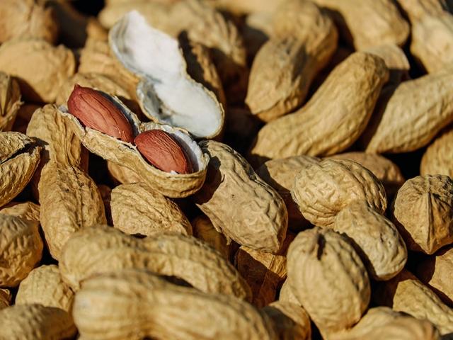برای پیشگیری از آلزایمر بادام بخورید