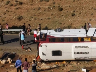 اعلام اسامی مصدومان واژگونی اتوبوس خبرنگاران