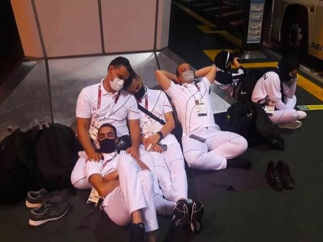 خستگی و گرسنگی کاروان ایران در فرودگاه توکیو در اثر بی نظمی عجیب ژاپنیها