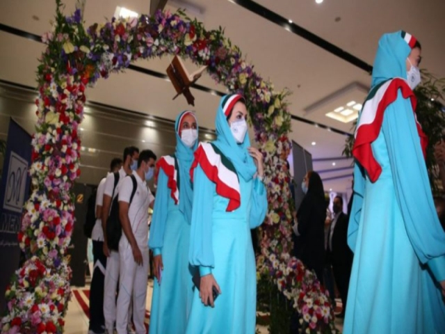 حذف لباس رسمی / ایران با ست ورزشی در مراسم رژه