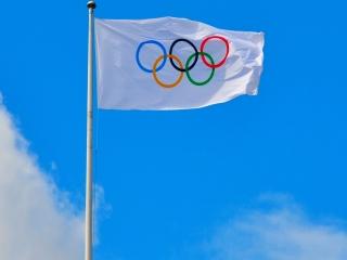 چه کسی پرچم المپیک را طراحی کرد؟