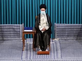 رهبر انقلاب در مراسم تنفیذ رئیسی: «دولت مردمی» در واقعیت محقق شود/ تشکیل دولت به تاخیر نیفتد.