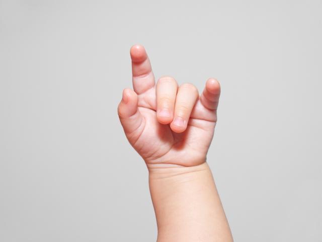 معرفی، الفبا و نکات اولیه زبان اشاره