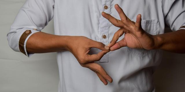 یادگیری زبان اشاره فارسی