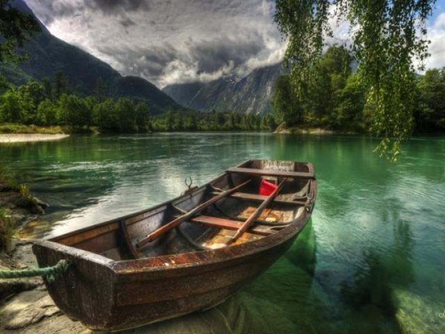 شعری از سهراب سپهری (قایقی خواهم ساخت)