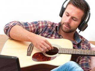 آیا موسیقی و گوش دادن به آهنگ حرام است؟