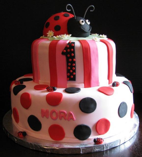 Ladybug-cute-birthday-cake-with-red-and-black-pokadots
