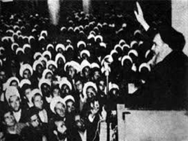 4 آبان ، اعتراض و افشاگری حضرت امام خمینی (ره) علیه پذیرش کاپیتولاسیون (1343 ه ش)