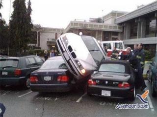 وقتی یه خانم ماشین خودش رو پارک میکنه !!!
