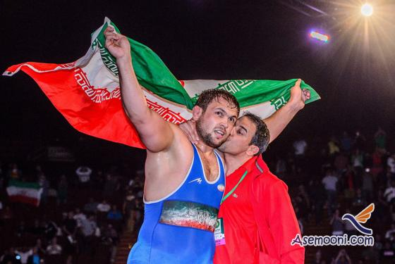 Round the Flag of Honor wrestlers in Los Angeles(1)