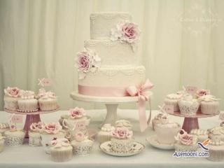استفاده از کاپ کیک ها در کنار کیک بزرگ برای مجلل تر شدن عروسی