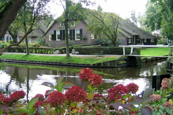 village-without-the-street-in-netherlands