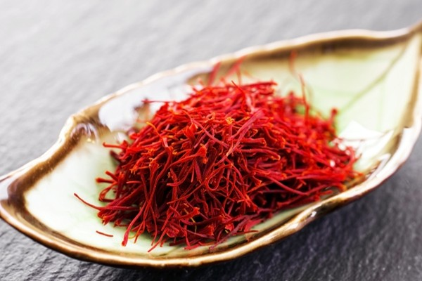 what-are-the-benefits-of-saffron-mask(1)