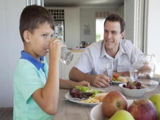چرا نباید بعد از غذا آب سرد خورد؟