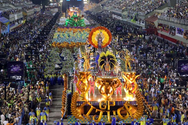 TOPSHOTS Revelers of the Unidos da Tijuca samba school perform during the second night of carnival parade at the Sambadrome in Rio de Janeiro, Brazil on March 4, 2014. AFP PHOTO / TASSO MARCELO LEALTASSO MARCELO LEAL/AFP/Getty Images ORG XMIT: 290